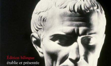 Couverture du livre Tout César Édition bilingue, Robert Laffont, Bouquins, 2020, 960 pages, 30 euros.